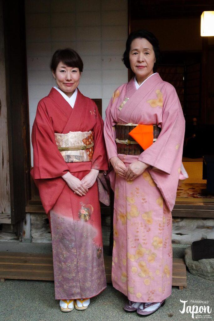 Hôtesses en kimono pour la cérémonie du thé au jardin Gyokusen-en, Kanazawa, préfecture d'Ishikawa