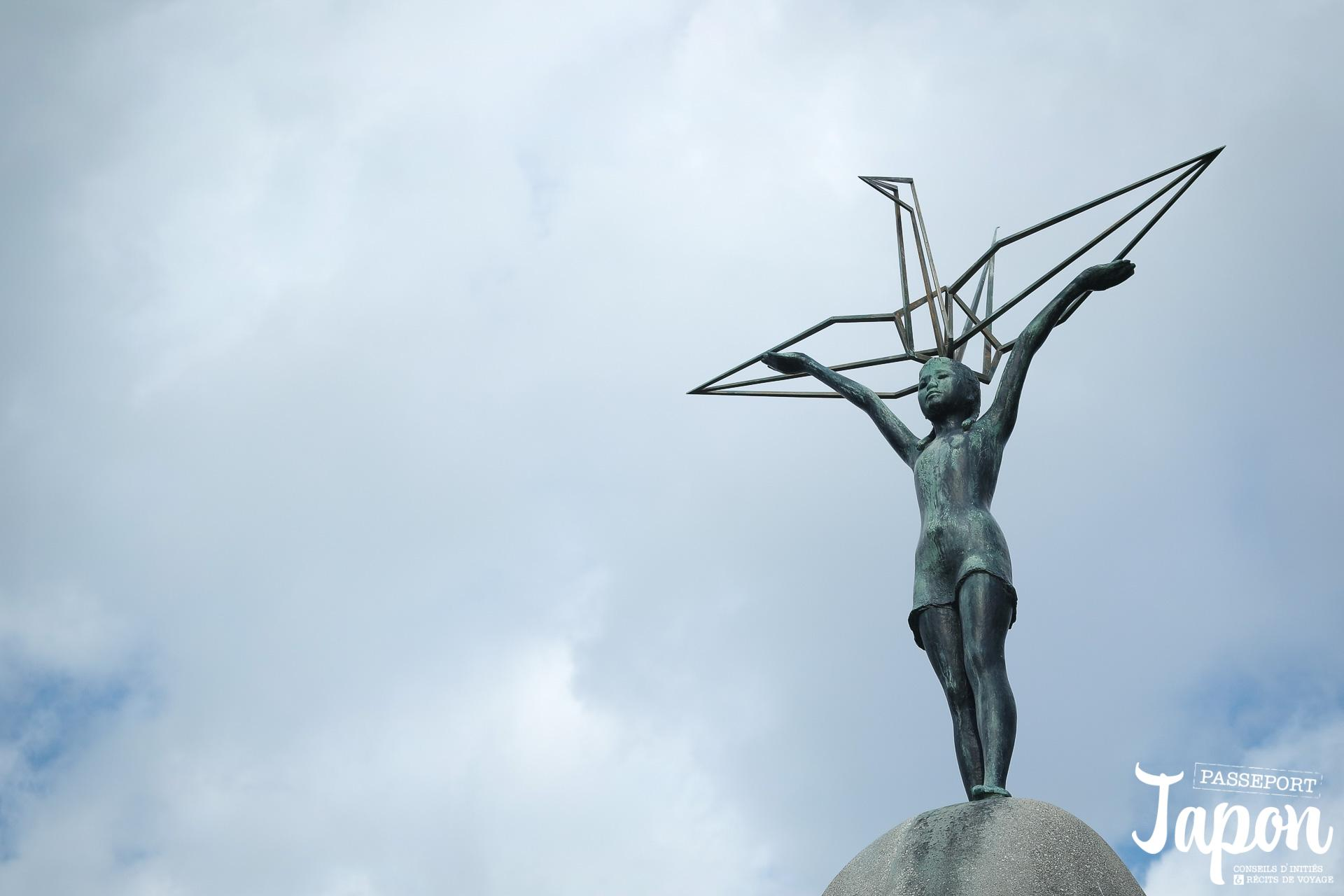 statue-sadako-sasaki-monument-pour-la-paix-des-enfants-hiroshima
