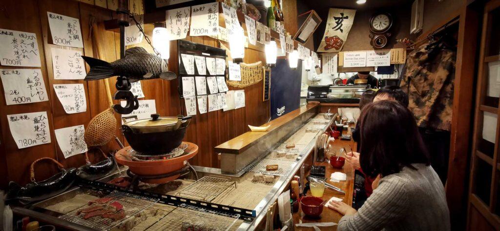 Restaurant barbecue à Dekonaru Yokocho, Takayama, préfecture de Gifu