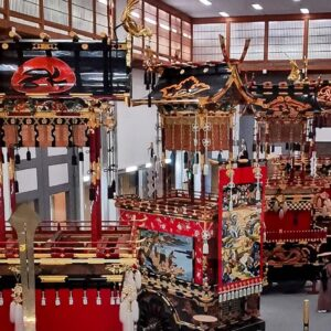 Hall des chars de matsuri du sanctuaire Sakurayama Hachimangu, Takayama, préfecture de Gifu