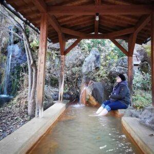 Bain de pied au ashiyu à Hirayu onsen, Okuhida onsen, préfecture de Gifu