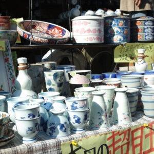 Stand de porcelaine sur le marché de Kunenan, Kanzaki, préfecture de Saga
