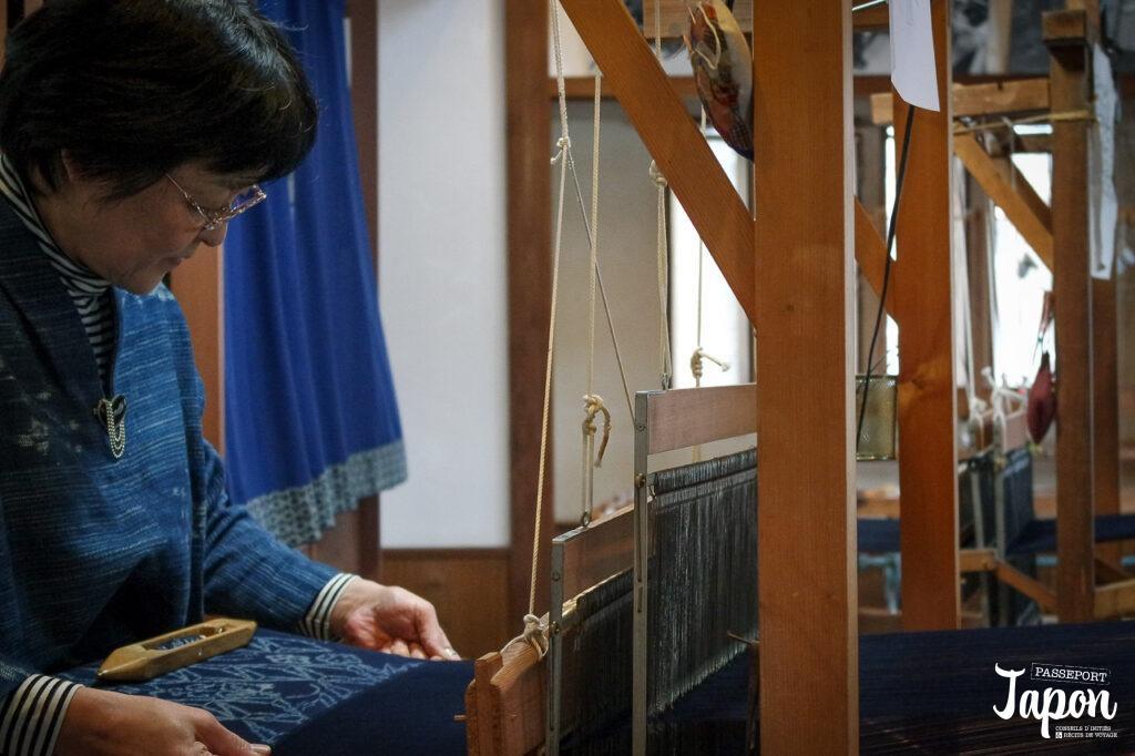 Tissage kasuri à l'atelier Furusato, Kurayoshi, préfecture de Tottori