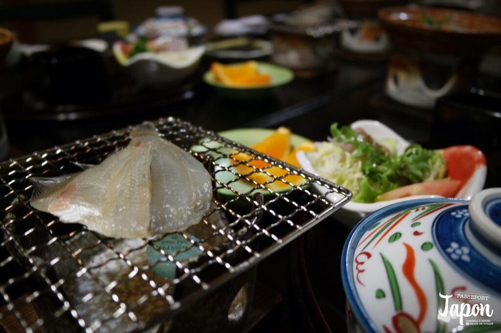 Petit déjeuner au ryokan Mansuirou, Misasa, préfecture de Tottori