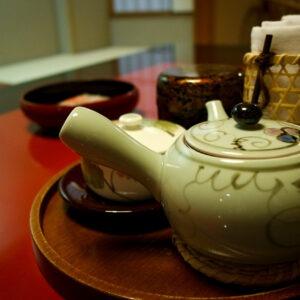 Nécessaire à thé au ryokan Mansuirou, Misasa, préfecture de Tottori