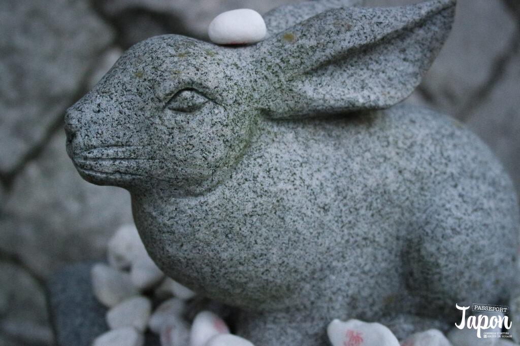 Statue de lapin et musubi-ishi, sanctuaire Hakuto-jinja, préfecture de Tottori