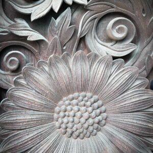 Détail de relief sur la porte du temple Higashi Honganji, préfecture de Kyoto
