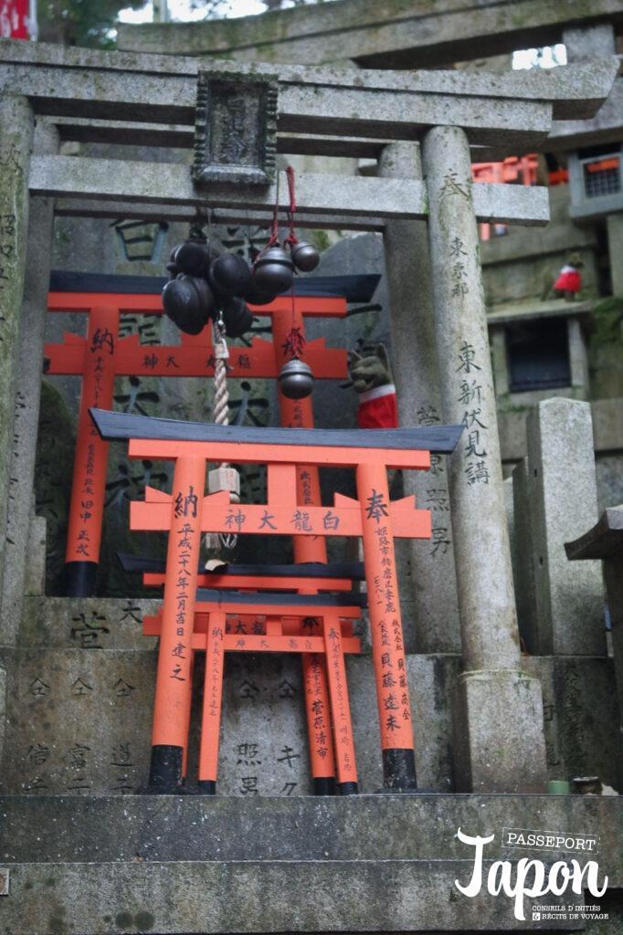 Mini torii, sanctuaire Fushimi Inari Taisha, préfecture de Kyoto