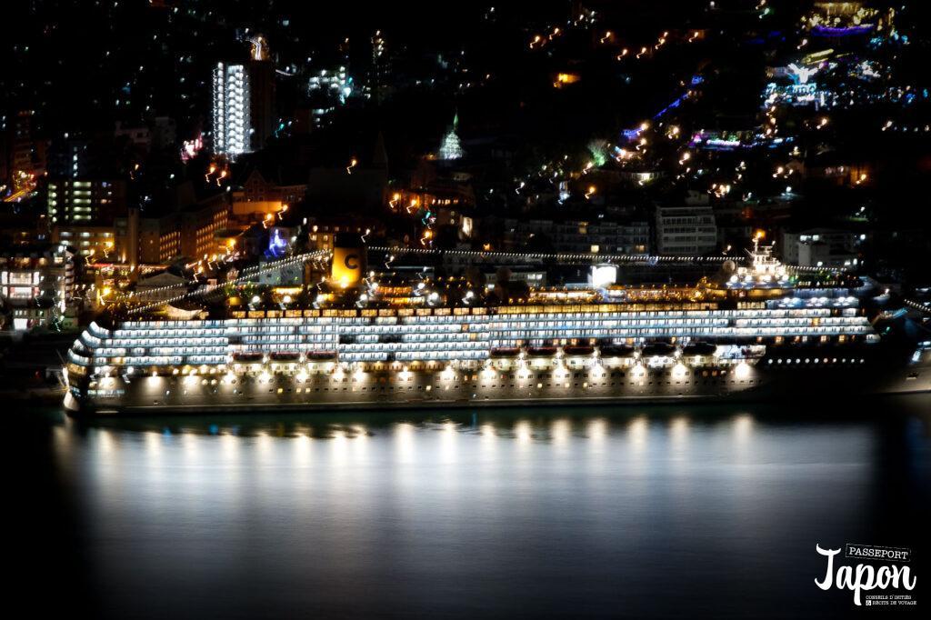 Paquebot géant, port de Nagasaki