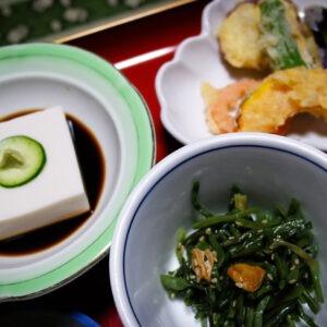 Menu végétarien au temple Jimyoin à Koyasan, préfecture de Wakayama