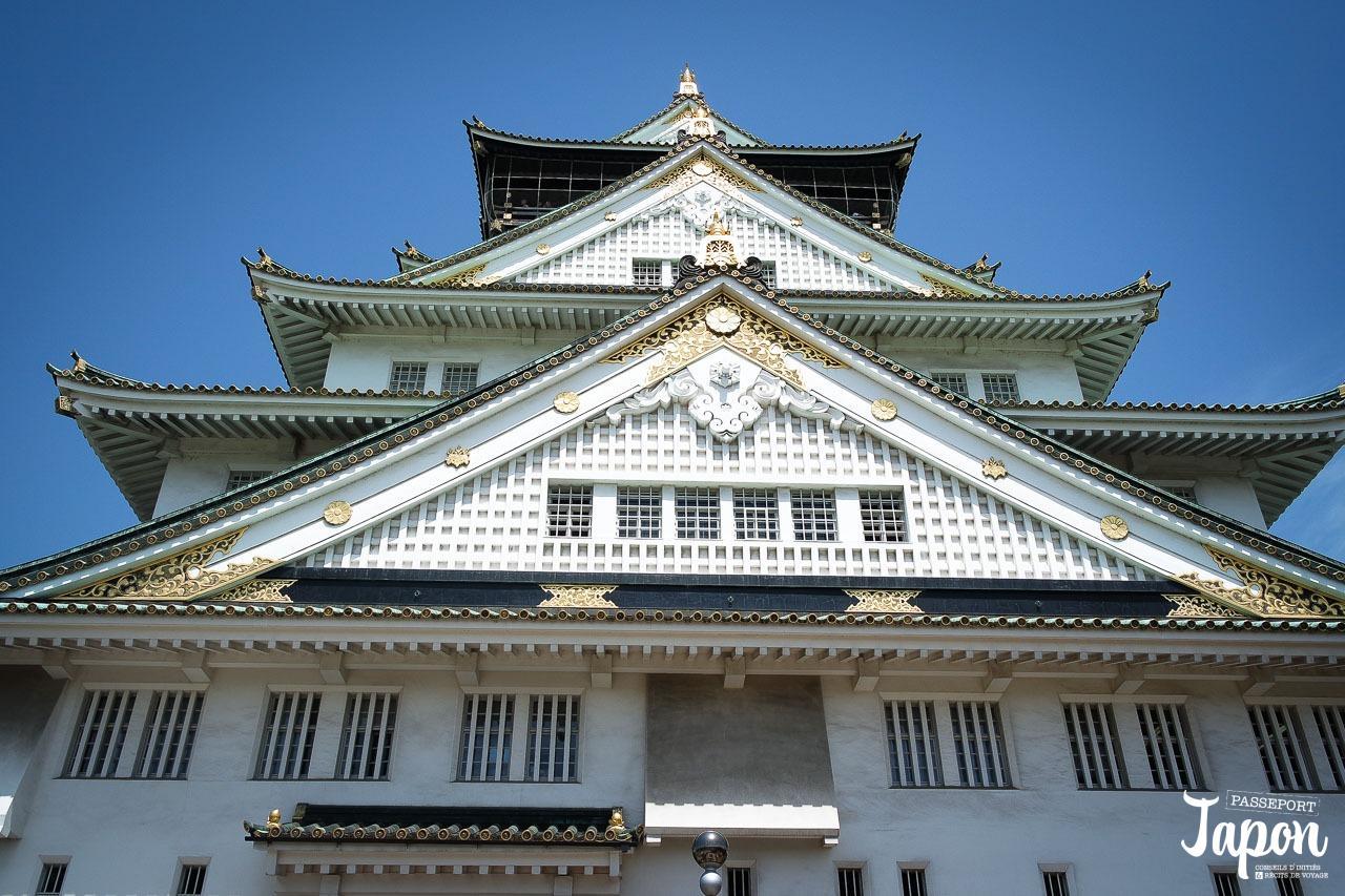 Château d'Osaka, façade en contreplongée