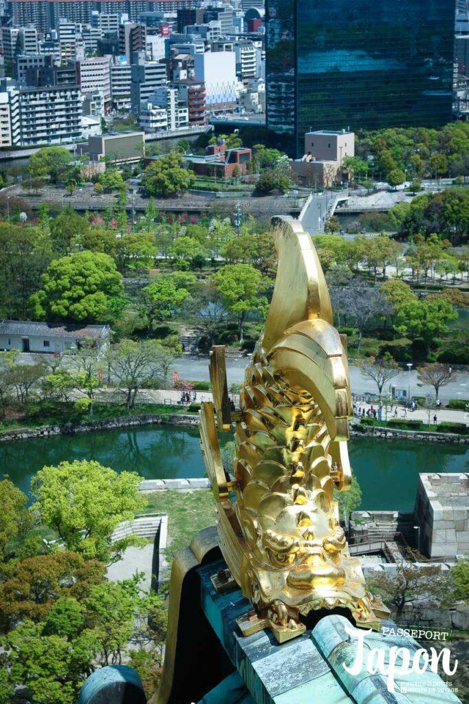 Shachihoko sur le toit du château d'Osaka